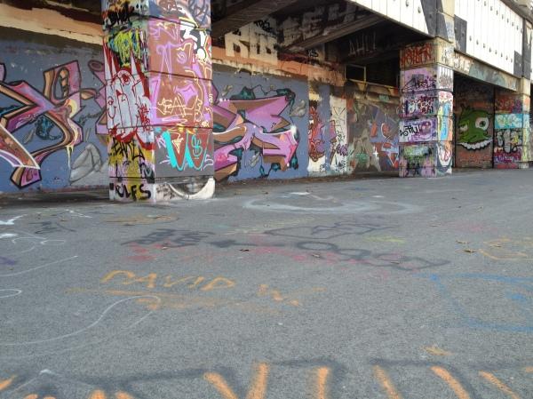 Graffiti walk along the Danube canal