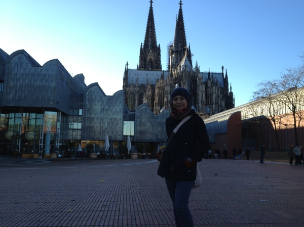 That's me roaming around Cologne with the Cathedral in the backdrop